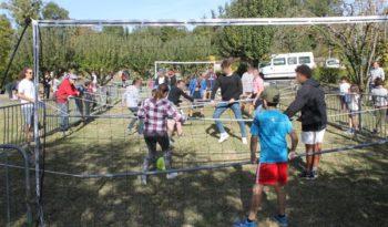 Babyfoot humain au Festival Jeunesse MSL à Villecerf.