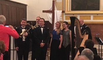 Seohyeon Kim (flûte), Verena Meurers (harpe) et le Quintette de cuivres de la Musique de la Police Nationale.