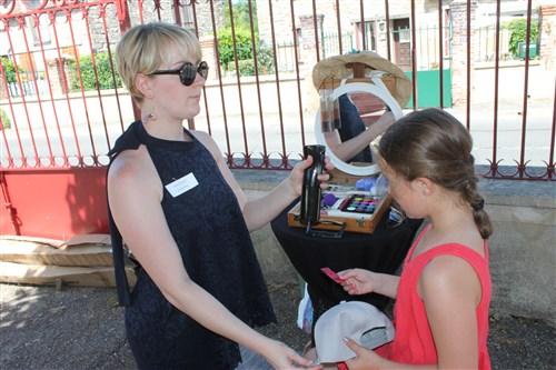 Stand maquillage à la kermesse de l'école de Villecerf.