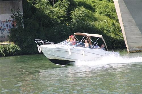 Balade en bateau à la fête de l'Eau à Saint-Mammès.