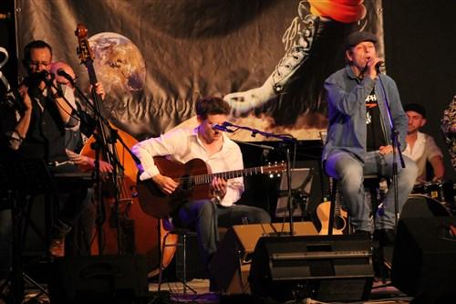 Le groupe Transpher en concert acoustique à Veneux.