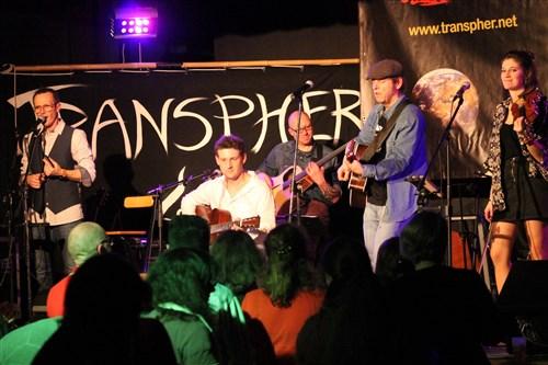 Le groupe rock celtique Transpher était en concert électroacoustique à Veneux-Les Sablons.